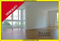 Frohnau! Renovierte 2 Zimmer Eigentumswohnung (1.OG) mit Balkon, TG-Stellplatz + Grünblick