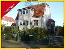 VERKAUFT! Gepflegtes Zweifamilienhaus mit schönem Grundstück + 2 Carports (komplett freiwerdend)