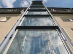 05 - Der gläserne Fahrstuhl