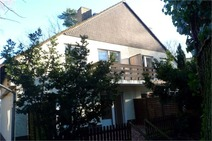 Frohnau! Solide Doppelhaushälfte in verkehrsgünstiger Grünwohnlage in Frohnau