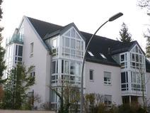 Frohnau! Moderne Dachgeschosswohnung mit Fahrstuhl, Balkon u. Garage