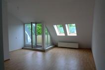 Haselhorst ! Hübsche helle 2 Zi. Dachgeschosswohnung mit Terrasse