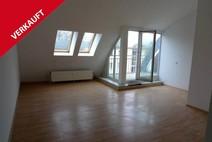 Haselhorst ! Hübsche helle 2 Zimmer Dachgeschosswohnung mit kleiner Dachterrasse