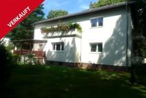 Frohnau! Modernisiertes 4 Familienhaus mit einer freien Wohnung u. 5 Garagen