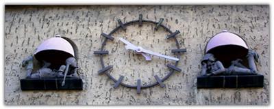 Victor-Gollancz-Schule Uhr